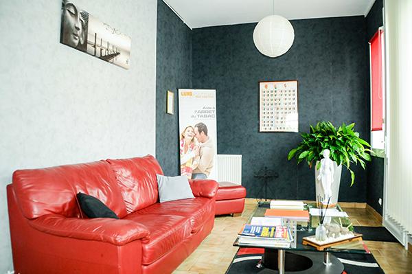 La salle d'attente de notre centre de Luxopunture au 40 rue Gaston Baril à Rochefort sur Mer